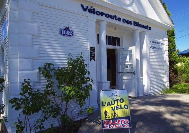 """""""A Veloroute des Bluets help center along the route"""""""