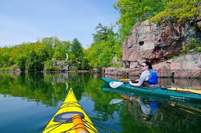 """Kayaking around Half Moon Bay in the 1000 Islands, Ontario"""