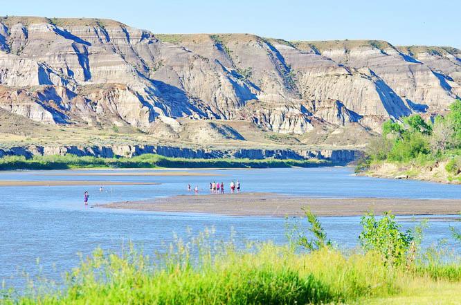 Red Deer River, Dinosaur Provincial Park