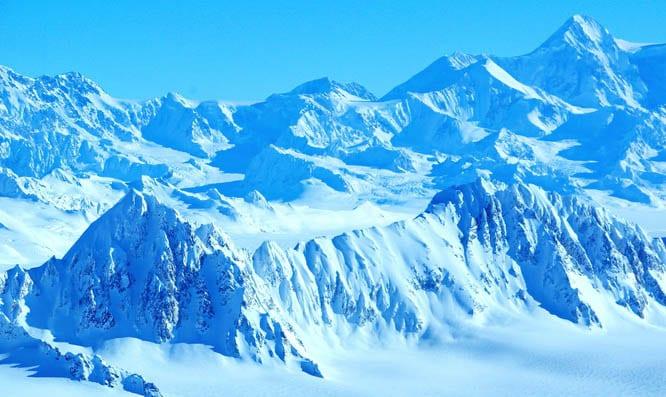 Fly by Mount Logan - Canada's highest peak, Kluane National Park