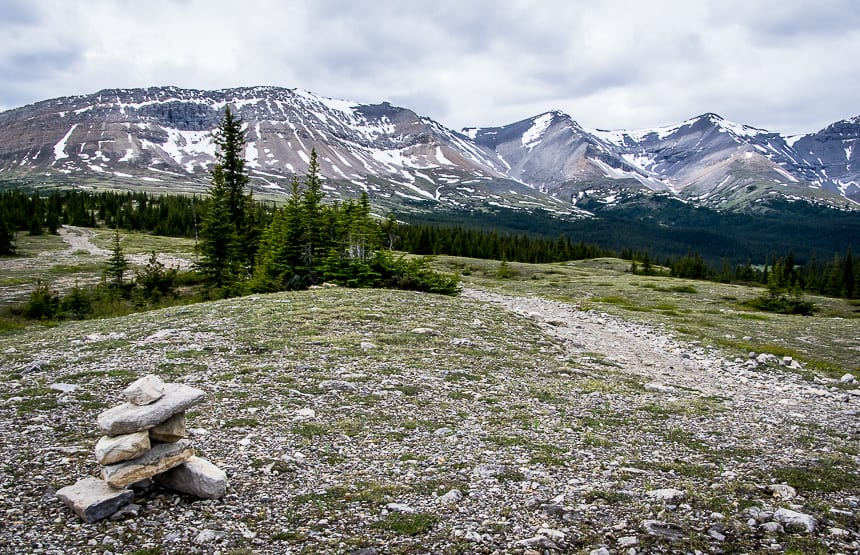 4 Great Alternatives to Jasper National Park - Hiking from the Cardinal Divide